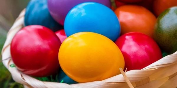 Týden plný oslav, všichni slaví Velikonoce, kdo slaví narozeniny?