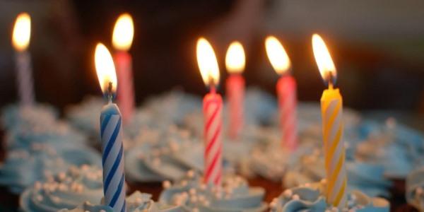 Kdo sfoukne svíčku na dortu v první půlce listopadu?